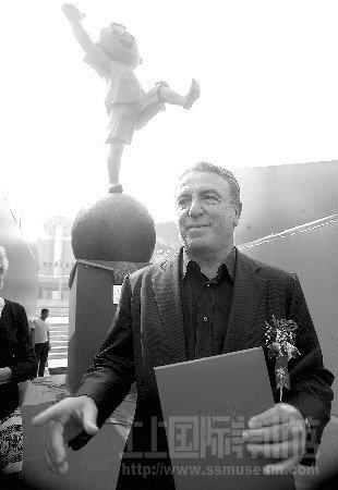 意大利雕塑家李宁格